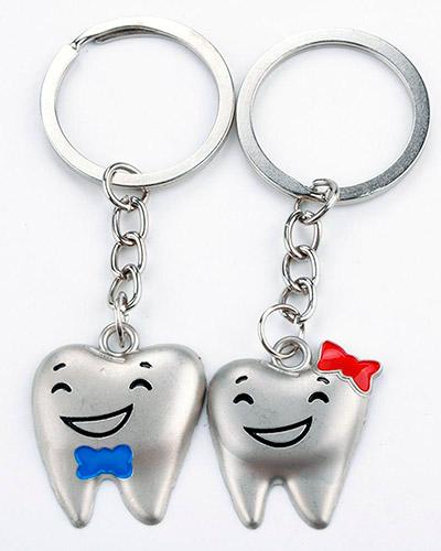 Chaveiro Dente de Metal | Chaveiro personalizado, feito em metal no formato de dente. É o brinde per