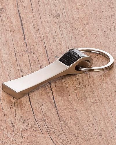Chaveiro Metalico com detalhe em Couro